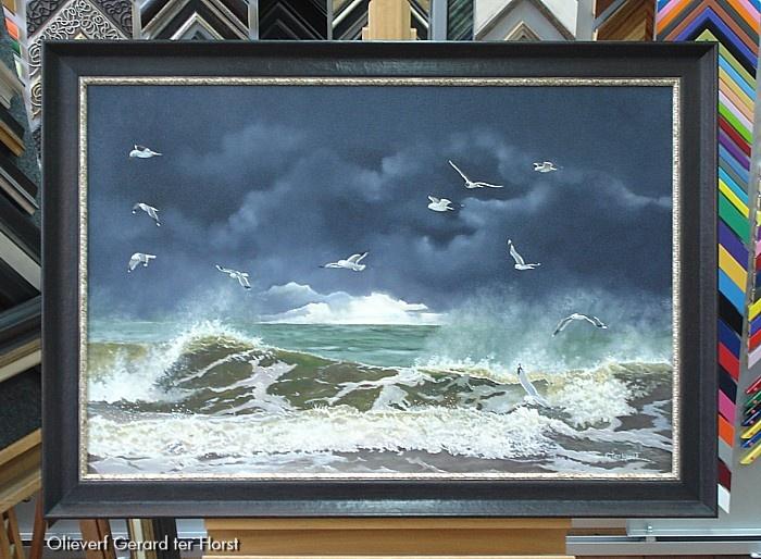 Donkere afkadering geeft kracht mee aan het schilderij