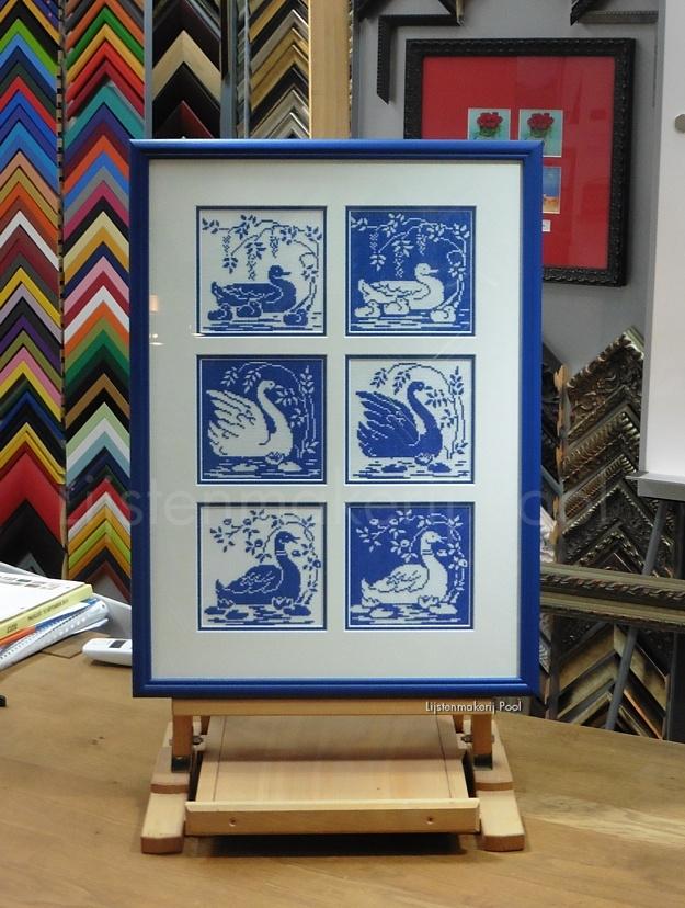 Collage van 6 borduurwerken in dubbel passe-partout