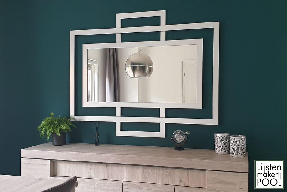 Design spiegel gerealiseerd naar het ontwerp van mijn klant. Een bijzondere opdracht binnen mijn portfolio. Lijstenmakerij Pool Elburg