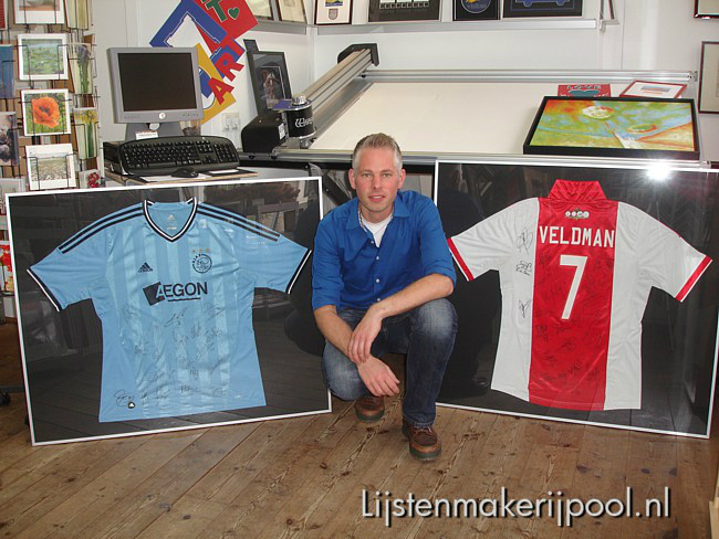 Voetbalshirts Ajax ingelijst