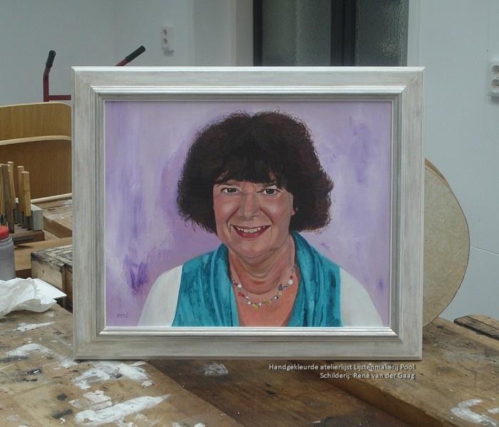 Handgekleurde atelierlijst rond portret
