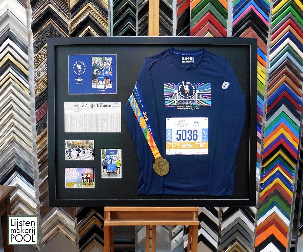 New York City Marathon memorabilia verdiept ingelijst. Lijstenakerij Pool Elburg