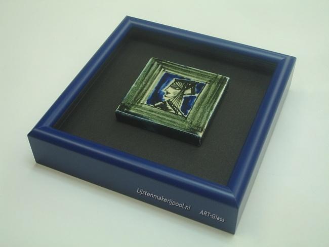 Miniatuur tegeltje (4x4cm.) verdiept ingelijst