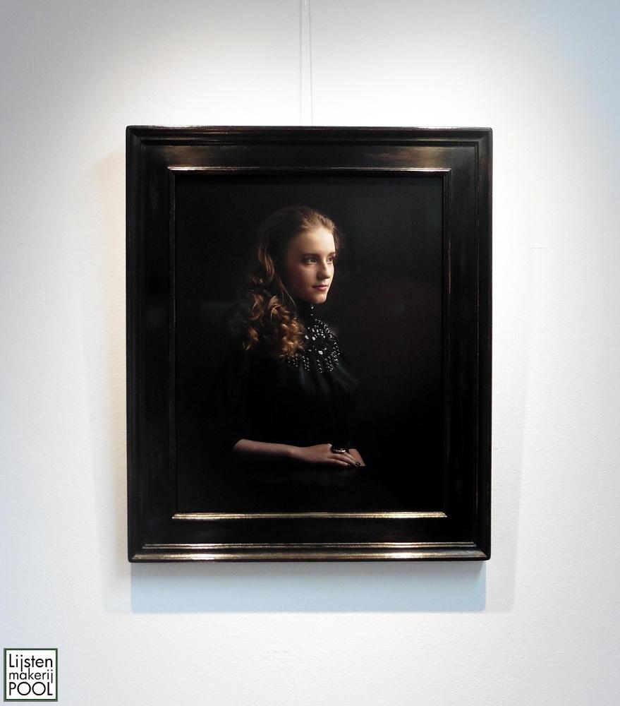 Portretfoto ingelijst handgekleurde atelierlijst Lijstenmakerij Pool