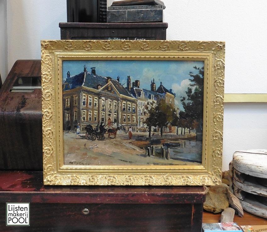 Schilderij ingelijst is handgemaakte overhoeks verwerkte lijst van Nederlands fabrikaat. Lijstenmakerij Pool Elburg.
