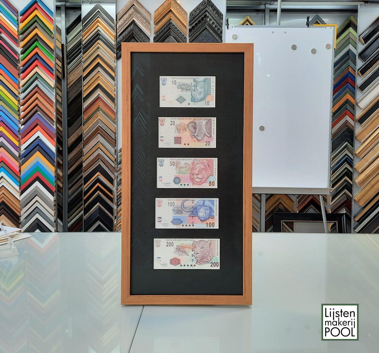 Zuidafrikaanse biljetten als collage ingelijst, Lijstenmakerij Pool, collage passe-partout. Lijstenmakerij Pool Elburg.